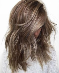 30 light brown hair color for a cool and charming look - Madame hairstyles - Brown wavy hair with highlights - Brunette With Blonde Highlights, Brown Blonde Hair, Icy Blonde, Ash Brown Hair With Highlights, Medium Ash Blonde Hair, Ash Blonde Balayage Short, Dark Ash Blonde Hair, Beige Hair, Color Highlights