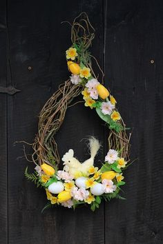 Happy House, Easter Crafts, Grapevine Wreath, Grape Vines, Fall Decor, Flower Arrangements, Diy And Crafts, Projects To Try, Floral Wreath