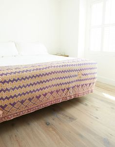 The Little Market Kantha Throw - Hibiscus