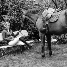Such a lovely picture with a beautiful Butet Saddle  #butet #butetsaddle #saddle #selle #equitation #riding #cheval #horse #cso #jumping #outdoor #pad #photographie #picture #ambiance #sellerie #saddlery #saumur