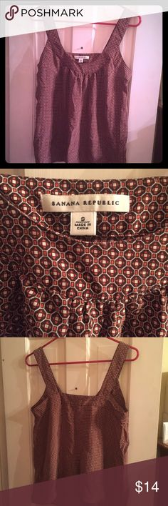Orange Brown Fall Banana Republic Tank - Small EUC Cute Banana Republic tank top with orange and brown pattern! This tank is in excellent condition and has only been worn a few times without any signs of wear. Features hanger straps and snaps to hold bra straps in place. Versatile addition to any wardrobe! Feel free to make an offer! Thanks for looking :) Banana Republic Tops Tank Tops