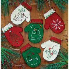 Rachels of Greenfield Mittens Christmas Ornament - Felt Applique Kit. Mittens Ornament Kit features a collection of six mittens. Can be filled with candy canes, Christmas Sewing, Handmade Christmas, Christmas Crafts, Christmas Decorations, Christmas Applique, Christmas Patterns, Tree Decorations, Felt Ornaments Patterns, Felt Crafts Patterns