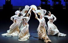 Washington, 4 mar (EFEUSA).- El público estadounidense se rindió ayer a la cultura ibérica en la sesión de apertura de un festival hispano-luso en Washington, donde los hermanos Ángel y Carmen Corella hicieron retumbar el escenario con un ballet flamenco de pasión y equilibrio. En el palco superior, frente al escenario, se encontraba el rey …