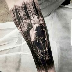 Urso na floresta tatoo