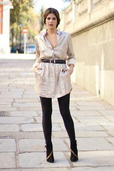trendy_taste-look-outfit-street_style-fashion_spain-moda_españa-vestido_camisero-lentejuelas-paillettes_dress-golden_dress-black_coat-abrigo_negro-mas34-black_booties-botines_negros-polaroid-7