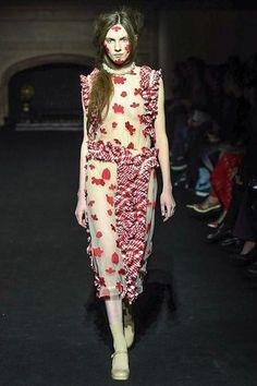 Fall 2015 Ready-to-Wear Simone Rocha