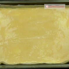 Se prepară atât de simplu, încât veți dori să o preparați mereu – plăcintă turnată cu brânză! - savuros.info Croissant, Sheet Pan, Deserts, Good Food, Sweets, Cheese, Houses, Pie, Baking