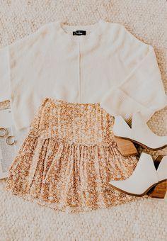 Source by outfits for church Teen Fashion Outfits, Mode Outfits, Skirt Outfits, Grunge Outfits, 2000s Fashion, Grunge Fashion, Retro Fashion, Fashion News, Korean Fashion