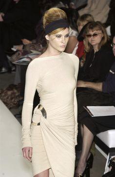 Donna Karan at New York Fashion Week Fall 2003 - Runway Photos Vintage Fashion 90s, Erin Wasson, Donna Karan, Fashion Details, Runway, New York, Fall, Dresses, Cat Walk