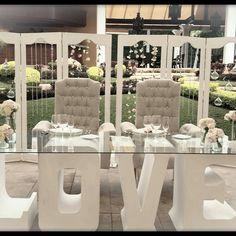 Mesa de novios love de floreria rosas blancas  Decoración de mesa de novios  Rancho cuernavaca