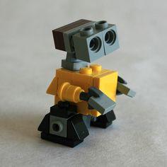 LEGO Micro-Scale Wall•E MOC