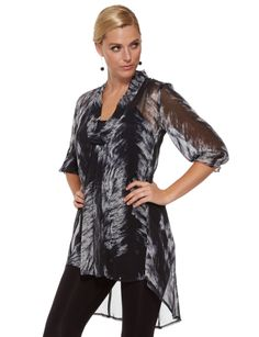 A three-quarter length sleeve top with an over-sized print.