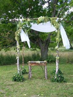 Wedding canopy and small table with birch wood Wedding Canopy, Small Tables, Birch, Backdrops, Reception, Wedding Inspiration, Wood, Party, Ideas