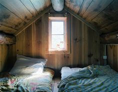 Like my great grandmothers house in Montpelier Vermont where my sister and I slept, so neat and clean :)