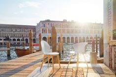 Let's visit together my favourite places in Venice, Venice best osteria and other unusual places with the project #styleyourcity: take note!  ITALIANBARK blog #venice #venezia #calligaris #colours #sunset #chairs