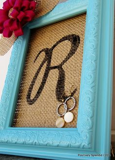 Framed Burlap Earring Holder Tutorial - Positively Splendid {Crafts, Sewing, Recipes and Home Decor} Burlap Crafts, Diy And Crafts, Diy Earring Holder, Jewelry Holder, Diy Earing, Earring Storage, Jewelry Storage, Homemade Earring Holders, Jewellery Organization