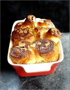 Limara péksége: Fehércsokoládés-akácos habcsókos kalács