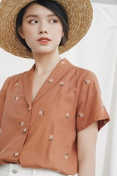 flower button up shirt and hat Vintage Inspired Dresses, Vintage Outfits, Casual Summer Outfits, Cute Outfits, Cute Fashion, Fashion Outfits, Latest Outfits, Trendy Dresses, Blouse Designs