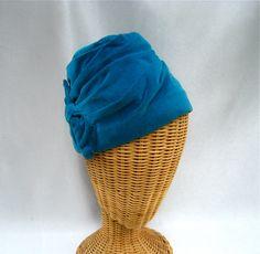 VIntage Ladies Hat Blue Velvet Turban Fez.