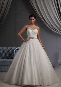Liebe - $322 http://vestidodenoviayfiesta.com/categoria-producto/vestido-de-novia/     Wedding dress / Vestido de novia Wedding photography / Fotografía de bodas http://vestidodenoviayfiesta.com/ #novia #bride #fotografiadeboda #bodas #maidifhonordress #somethingblue #wedding #weddingdress #vestidodenovia #vestidosdenovia #weddingphotography #vestidosdeboda #vestidosdenoviabaratos