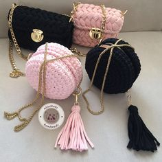This Pin was discovered by fozCrochet Handbag Tutorial http:Crochet hand made Crochet Backpack Pattern, Free Crochet Bag, Love Crochet, Knit Crochet, Crochet Handbags, Crochet Purses, Crochet Designs, Crochet Patterns, Accessoires Barbie