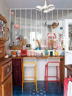 Ideas For Kitchen Bar Chairs Counter Stools Colour Paris Kitchen, Kitchen Decor, Kitchen Stools, Counter Stools, Uses Of Glass, Sweet Home, Turbulence Deco, Interior Decorating, Interior Design