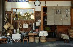 倉日用商店(くらにちようしょうてん) Watercolor Architecture, Interior Architecture, Interior And Exterior, Interior Design, Japanese Shop, Japanese House, Ramen House, Cafe Concept, Booth Decor