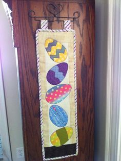 Mini Easter Wall Hanging Quilting Patterns, Quilting Projects, Quilted Wall Hangings, Cool Fabric, Quilt Blocks, Runners, Sewing Crafts, Easter, Craft Ideas