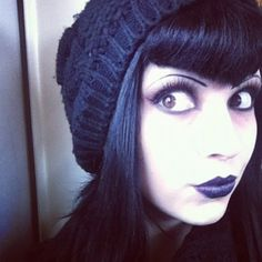 slight v bangs Gothic Hairstyles, Feathered Hairstyles, Make Up Looks, Goth Makeup, Hair Makeup, Makeup Style, Hair Inspo, Hair Inspiration, Fashion Inspiration
