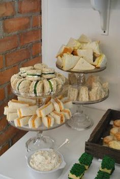 Baby Shower Food Display Tea Sandwiches 27 New Ideas Tea Party Baby Shower, Baby Shower Cakes, Baby Shower Themes, Shower Baby, Food For Baby Shower, Food Baby, Baby Shower Buffet, Bridal Shower, Baby Shower Recipes