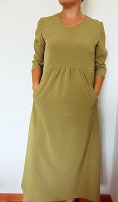 Платье с завышенной талией и сборками Modest Fashion, Hijab Fashion, Fashion Dresses, Blouse Dress, Linen Dresses, Sewing Clothes, Well Dressed, Plus Size Fashion, Cool Outfits