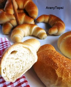 AranyTepsi: Békebeli kifli Pastry Recipes, Bread Recipes, Cooking Recipes, Baking And Pastry, Bread Baking, Torte Cake, Savory Pastry, Hungarian Recipes, Hungarian Food