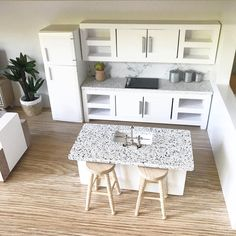 Overhead cupboards and island bench are sold separately. White Countertop images are just for colour reference. The cooktop is the same style as the Grey Kitchen. Mini Doll House, Barbie Doll House, Modern Dollhouse, Diy Dollhouse, Miniature Dollhouse, Miniature Houses, Miniature Furniture, Dollhouse Furniture, Straight Kitchen