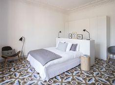 dormitorio-suelo-baldosa-hidraulica-piso-eixample-barcelona-espacio-en-blanco-interiorismo.jpg 800×589 pixels