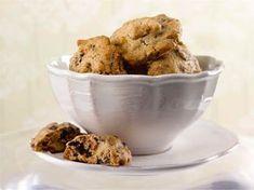 Parhaat cookiesit, käytä maitosuklaata tai valkosuklaata. Tai molempia! Good Food, Yummy Food, No Bake Cookies, Baking Cookies, Food For Thought, Sweet Recipes, Deserts, Muffin, Food And Drink