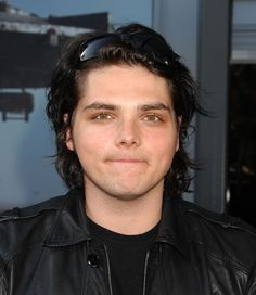 Gerard is disappointed //made by Snikkertjuuuh\\ Emo Bands, Music Bands, Sassy Diva, Ray Toro, Gerard Way, Band Memes, Pretty Men, My Chemical Romance, Reaction Pictures