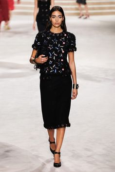 Chanel Pre-Fall 2020 Fashion Show - Vogue Vogue Fashion, Fashion 2020, Fashion Week, Runway Fashion, Fashion Art, Fashion Outfits, Womens Fashion, Fashion Trends, Style Fashion
