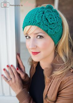 Easy Crochet Patterns Crochet ear Warmer pattern - Welcome everyone! I needed to work up a headwrap super fast and couldn't find an easy basic pattern so I've decided to type up my own! I just recently worked up this flower and thought … Crochet Ear Warmer Pattern, Crochet Headband Pattern, Crochet Beanie, Knit Headband, Wide Headband, Crochet Ear Warmers, Crocheted Hats, Ear Warmer Headband, Crochet Turban