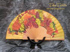 Abanico en madera de peral, país de algodón pintado a mano. I Am Awesome, Cool Stuff, Hand Fans, Ideas, Tela, World, Painted Fan, Umbrellas, Colors