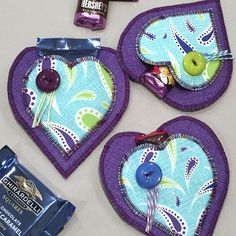 Easy free tutorial to make your own DIY fabric Valentine then fill with candy. Easy Sewing Projects, Sewing Tutorials, Craft Projects, Sewing Patterns, Craft Patterns, Sewing Ideas, Quilting Tutorials, Sewing For Kids, Free Sewing