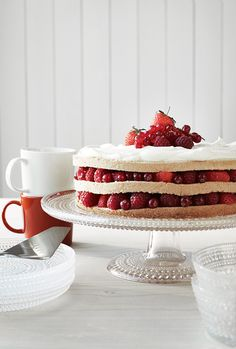 Kastehelmi cake stand finally in store. Maybe something for my upcoming birthday?