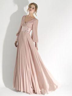 Платье белого цвета в пол
