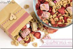 Valentine Snack Mix http://www.mamamiss.com ©2013