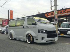 Toyota Van, Mini Vans, Toyota Hiace, Cool Vans, Toyota Trucks, Busse, Custom Vans, Shadowrun, Scion