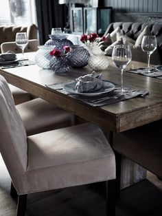 Den perfekte spiseplassen. – Villa Paprika Villa, Sweet Girls, Tablescapes, Dining Bench, Living Room, Kitchen, Furniture, Home Decor, Dining Room