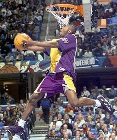 Kobe Bryant look at that youngun Air Max Camo, Kobe Sneakers, Basketball Pictures, Kobe Basketball, Basketball Legends, College Basketball, Air Max Essential, Air Max Classic, Max Trainer