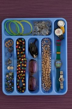 Great idea for desk organizer Home Organization Hacks, Jewelry Organization, Silverware Tray, Ideas Para Organizar, Personal Organizer, Room Planning, Konmari, Fashion Room, Nail Fashion