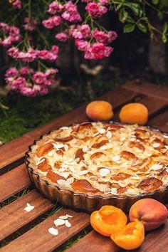 Dokonalý meruňkový koláč se smetanovým krémem. Neodoláte!