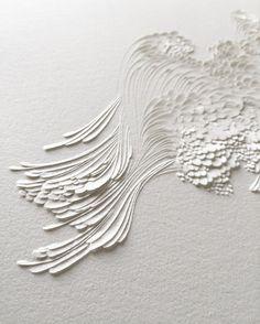 (c) Lauren Collin Bas Relief en Papier Aquarelle Grain Satiné Format cm Blanc sur blanc. Architecture Origami, Lauren Collins, 3d Art, Plaster Art, Paperclay, Art Plastique, Wall Sculptures, Installation Art, Japanese Art