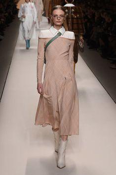 Fendi Ready-to-wear Fall/Winter 2018-2019 READY-TO-WEAR Fashion Show